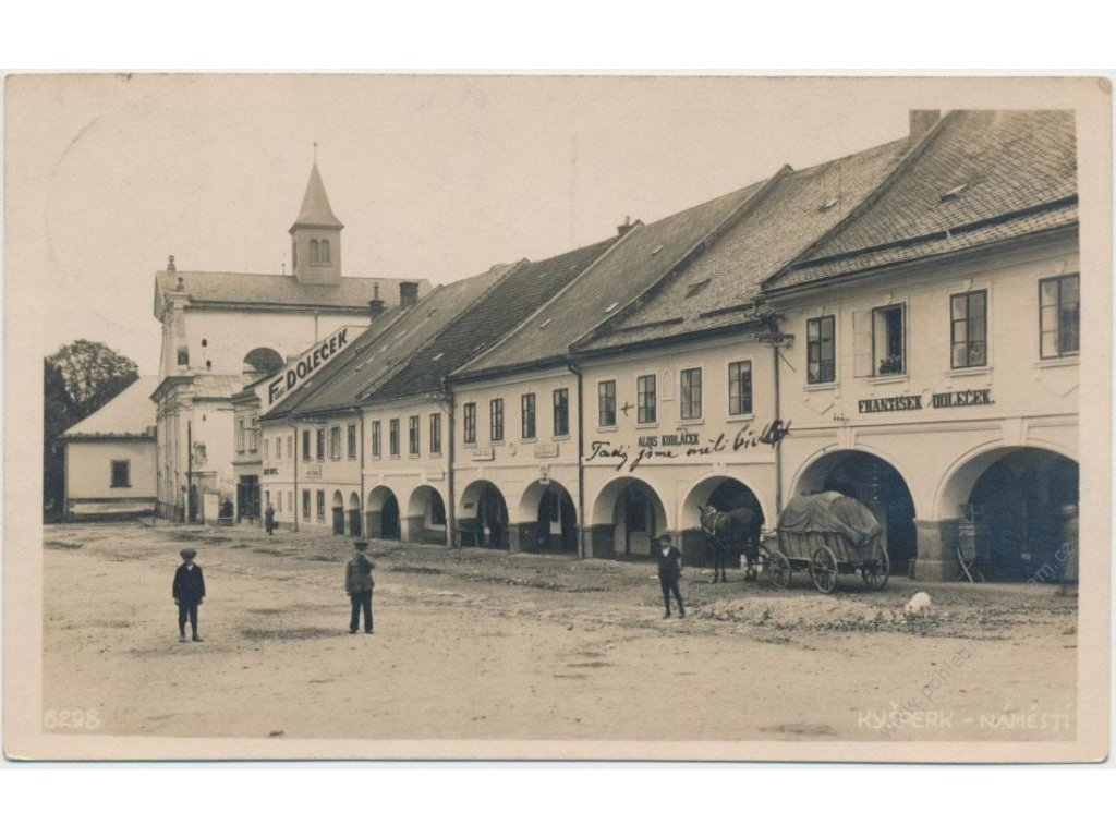 70 - Orlickoústecko, Kyšperk, oživené náměstí s obchody, cca 1930