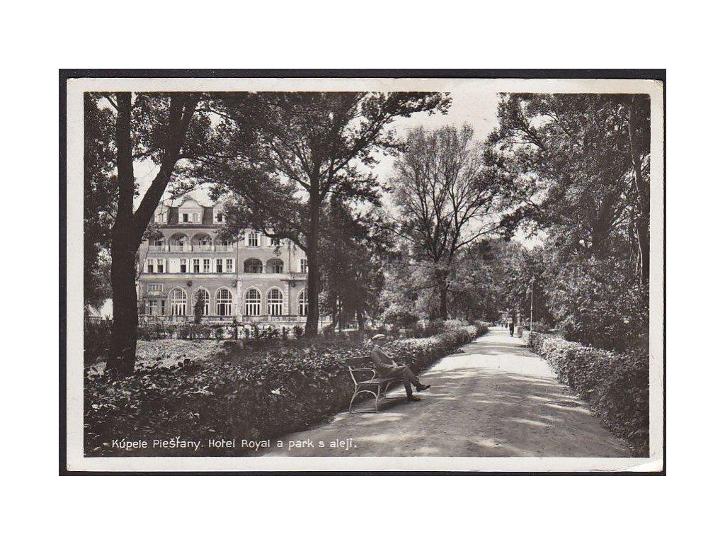 Slovensko, Piešťany, Grand Hotel Royal a park s alejí, cca 1935