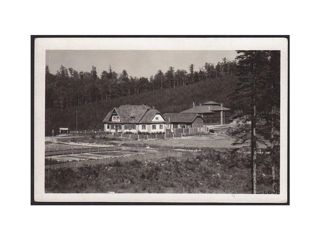 30 - Kroměřížsko, turistická chata na Tesáku, cca 1925