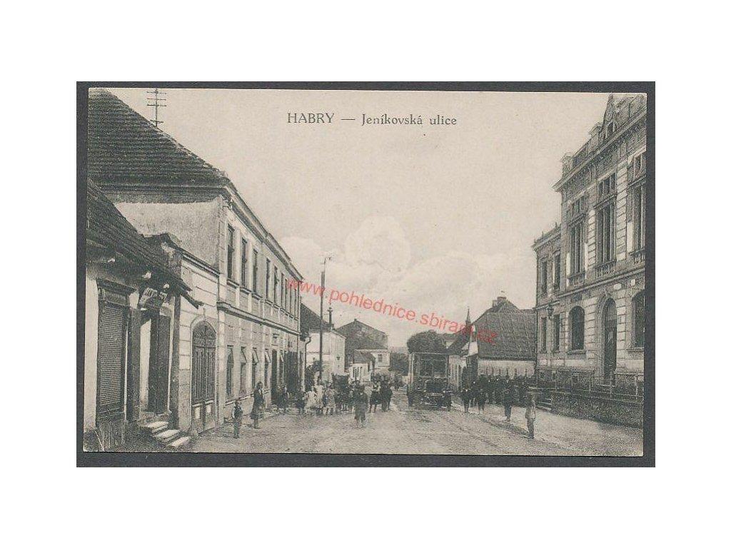 17 - Havlíčkobrodsko, Habry, oživená Jeníkovská ulice, cca 1919