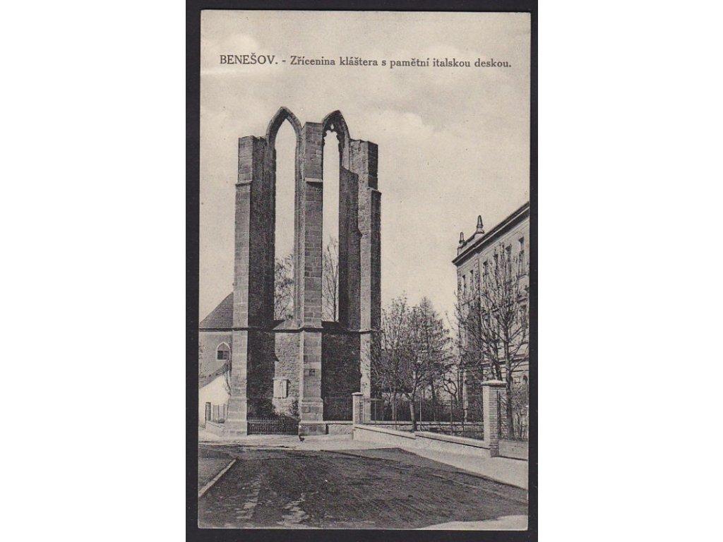 01 - Benešovsko, zřícenina kláštera s pamětní italskou deskou, cca 1928