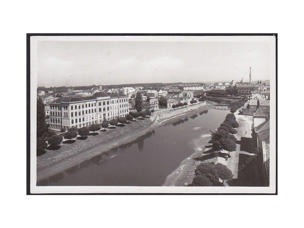 """07 - Břeclav, grafo Čuda, nakl. knihkupectví """"Novina"""", cca 1930"""