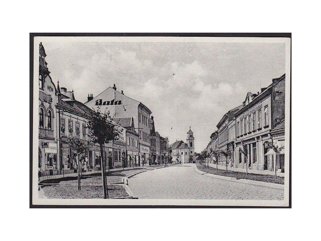 """07 - Břeclav, Nádražní třída, nakl. knihkupectví """"Novina"""", cca 1930"""