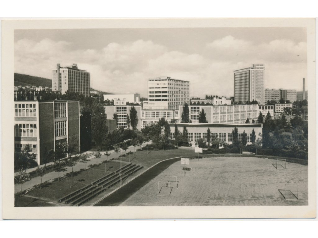 73 - Zlín, pohled na Školní čtvrť se stadionem, Fototypia, cca 1940