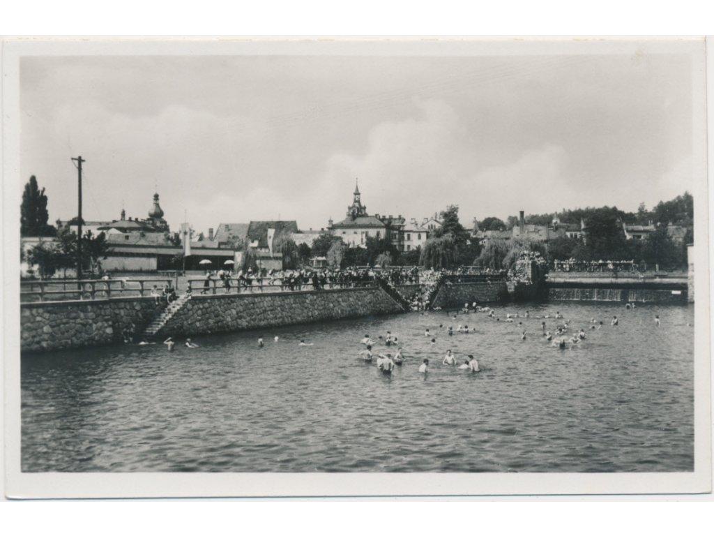 70 - Orlickoústecko, Choceň, oživená partie z plovárny, Grafo Čuda, cca 1942