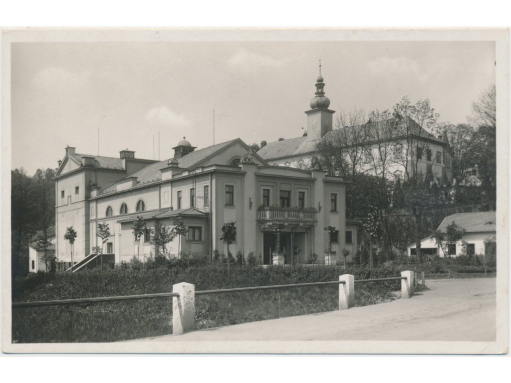 70 - Orlickoústecko, Kyšperk, pohled na divadlo a zámek, cca 1935