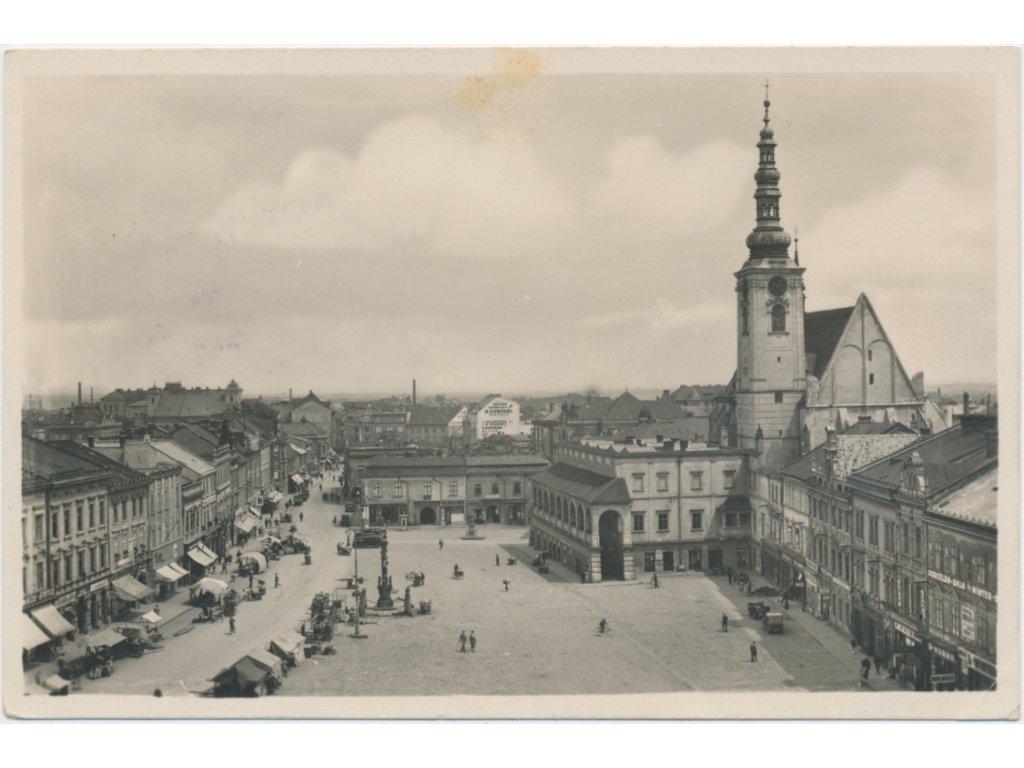 52 - Prostějov, oživené náměstí, farní kostel, museum, cca 1936