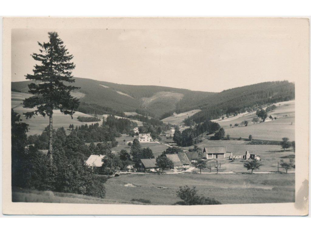 57 - Rychnovsko, Deštné, Orlické hory, pohled na obec...