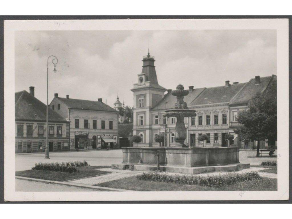 19 - Královéhradecko, Třebechovice pod Orebem, náměstí, nakl. Bačina, cca 1942