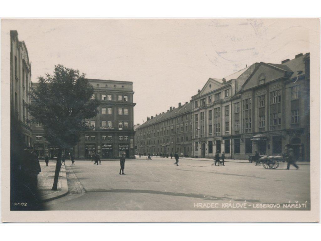 19 - Hradec Králové, oživené Legerovo náměstí, cca 1935