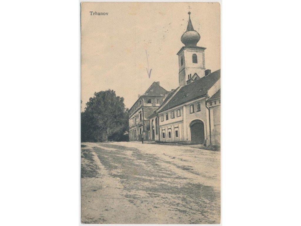 15 - Domažlicko, Trhanov,, oživená partie před zámkem, cca 1920