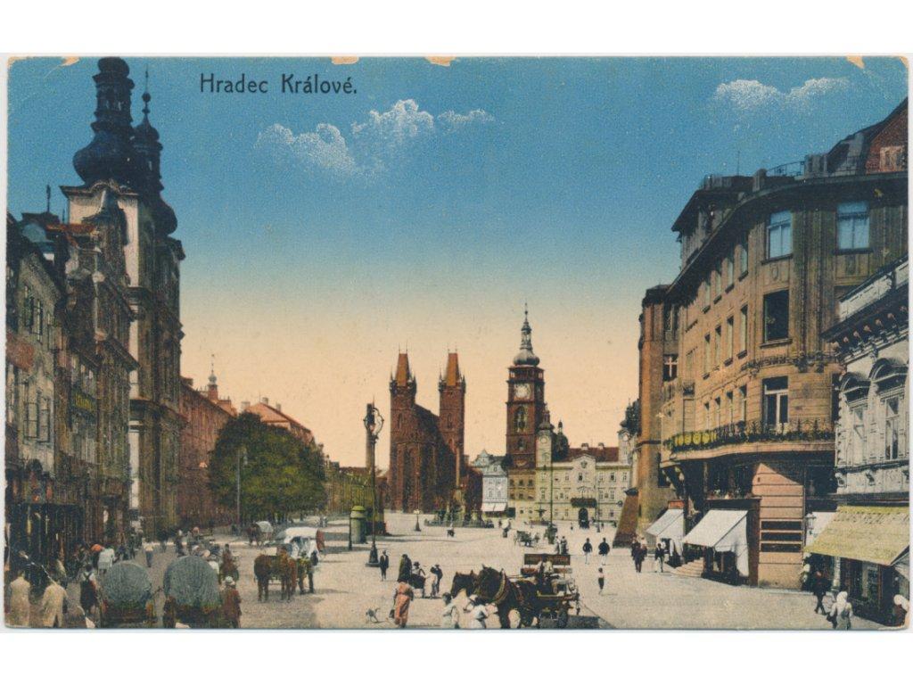 19 - Hradec Králové, oživené náměstí, koňské povozy...cca 1916