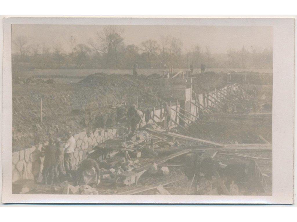 70 - Orlickoústecko, Vysoké Mýto, oživená partie ze stavby plovárny,1932