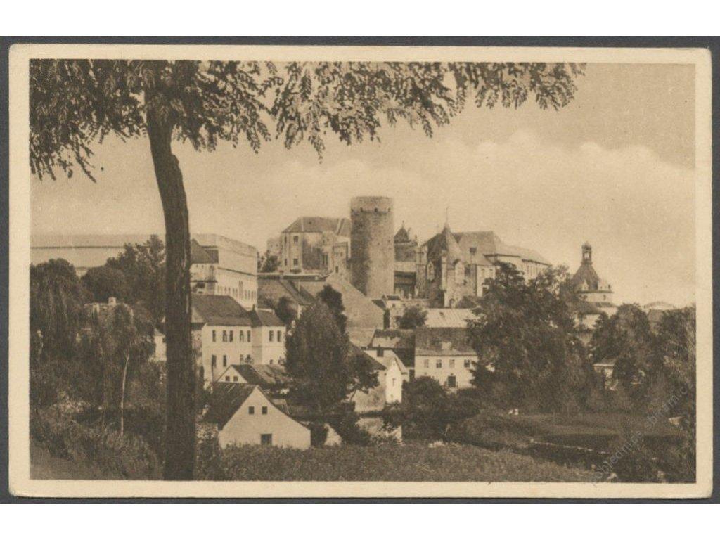 24 - Jindřichův Hradec, pohled z parku na nejstarší část hradu, nakl. Hanek, cca 1915