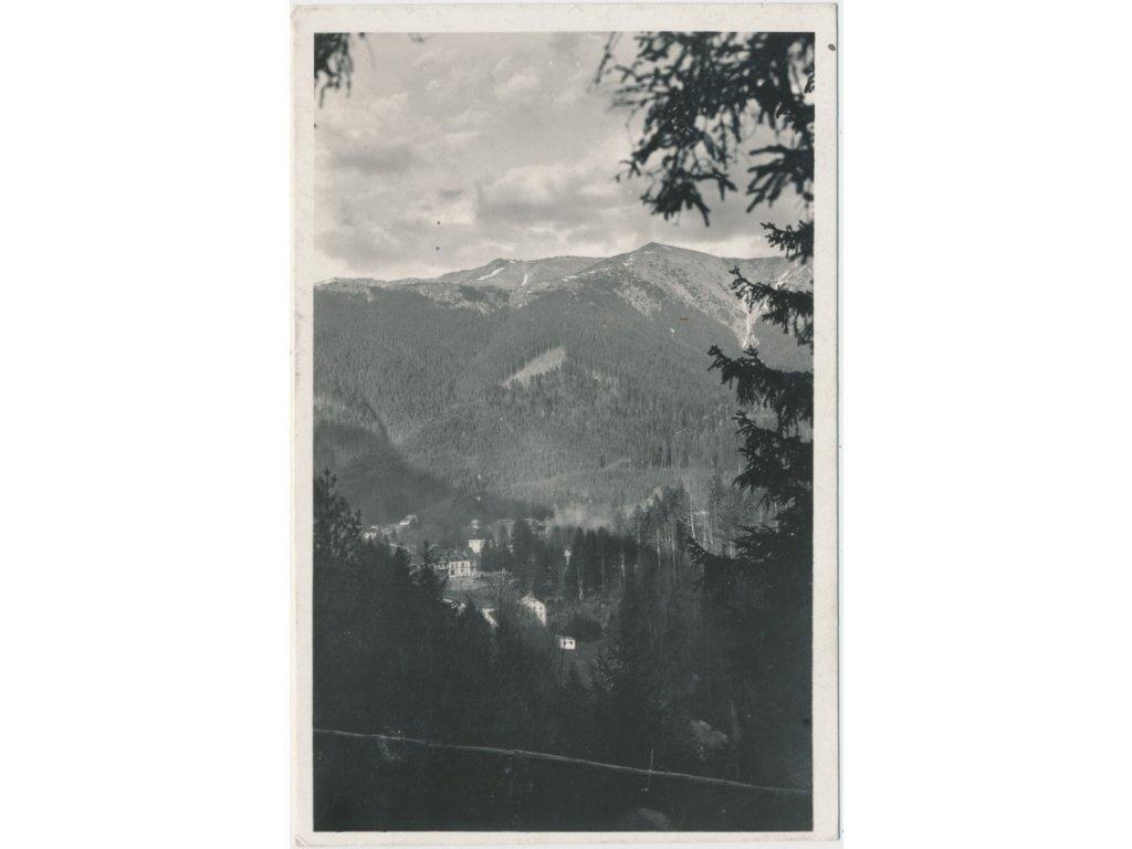 Slovensko, Korytnica - kúpele, pohled na lázeňskou osadu v horách, 1938