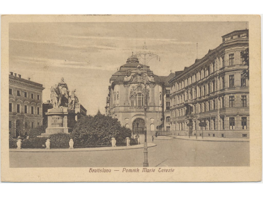 Slovensko, Bratislava, partie u pomníku Marie Terezie, cca 1920