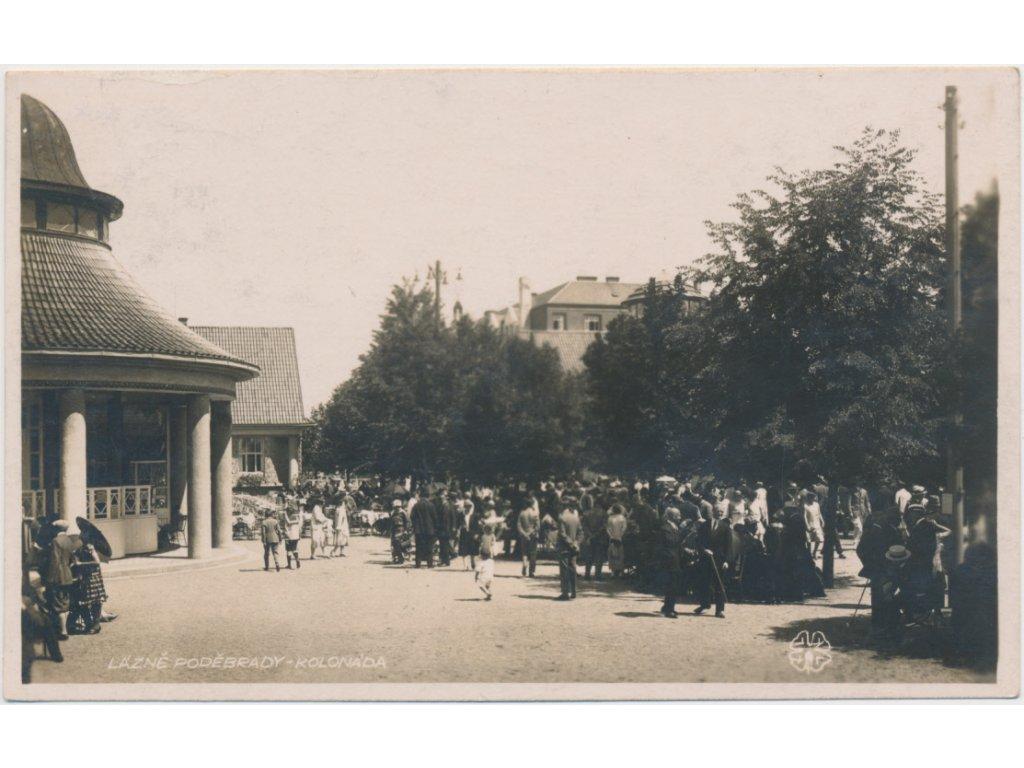 40 - Nymbursko, Poděbrady, oživená kolonáda, cca 1928