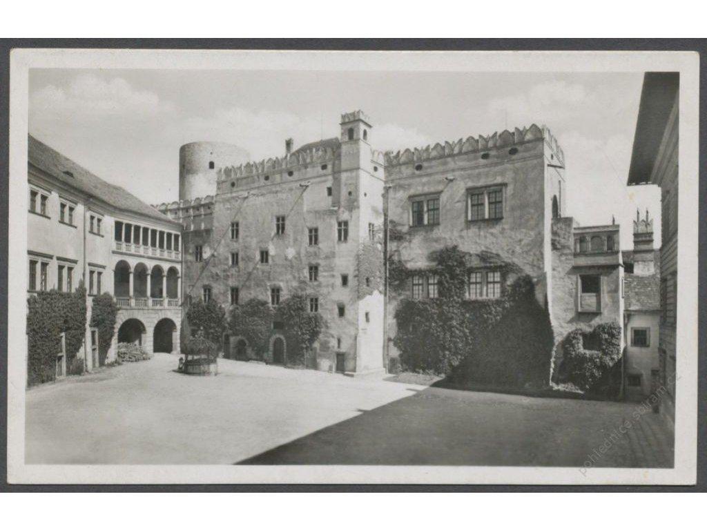 24 - Jindřichův Hradec, nádvoří zámku, nakl. J. B., cca 1935
