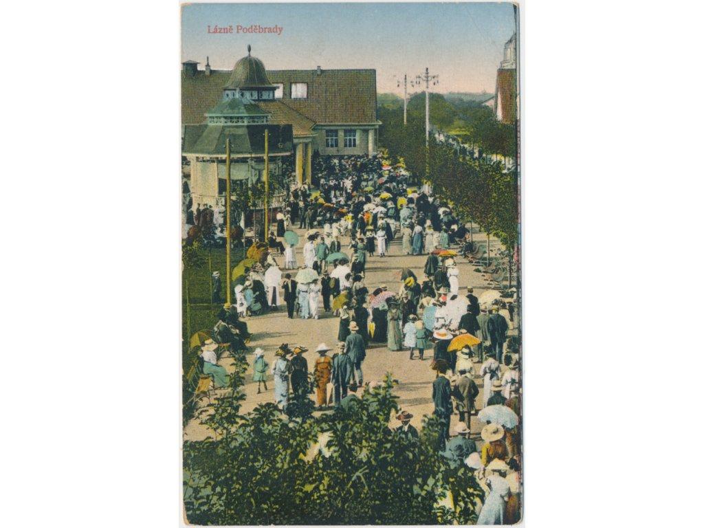 40 - Nymbursko, Lázně Poděbrady, oživená kolonáda, cca 1912