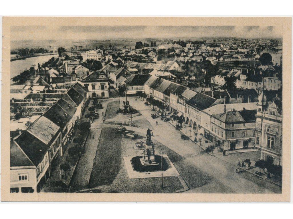 40 - Nymbursko, Lázně Poděbrady, pohled na náměstí a část města, 1944