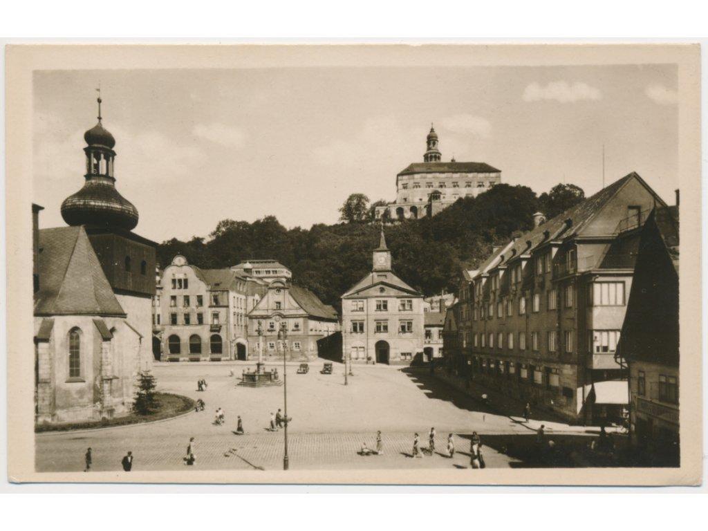 38 - Náchod, oživené náměstí, cca 1958