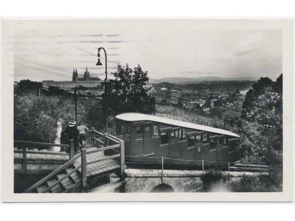 49 - Praha, Lanová dráha na Petříně, oživená partie, cca 1938