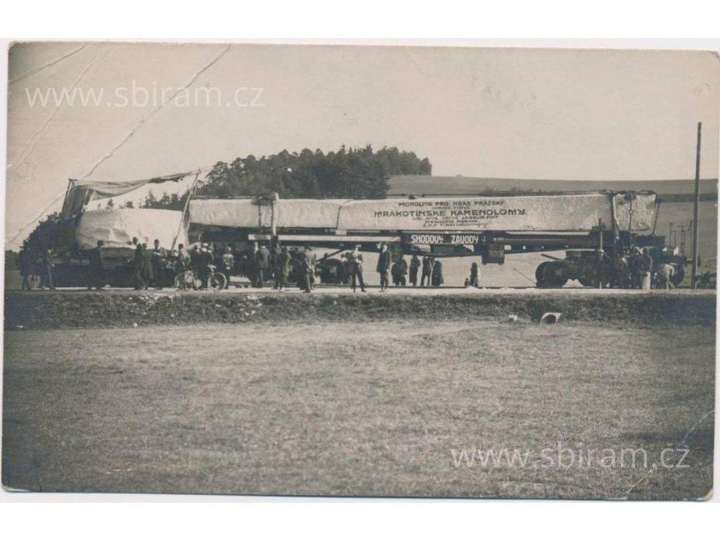 23 - Jihlavsko, přeprava monolitu po silnici,ojedinělé, cca 1930