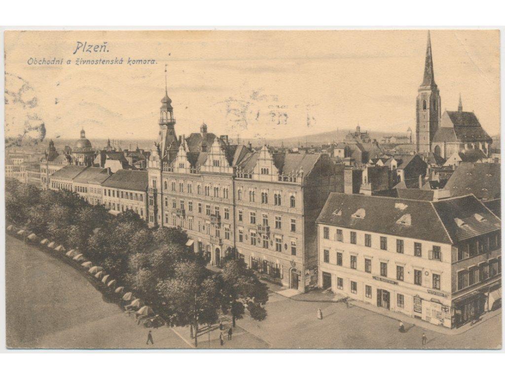 47 - Plzeň, Obchodní a živnostenská komora, oživená ulice, cca 1916