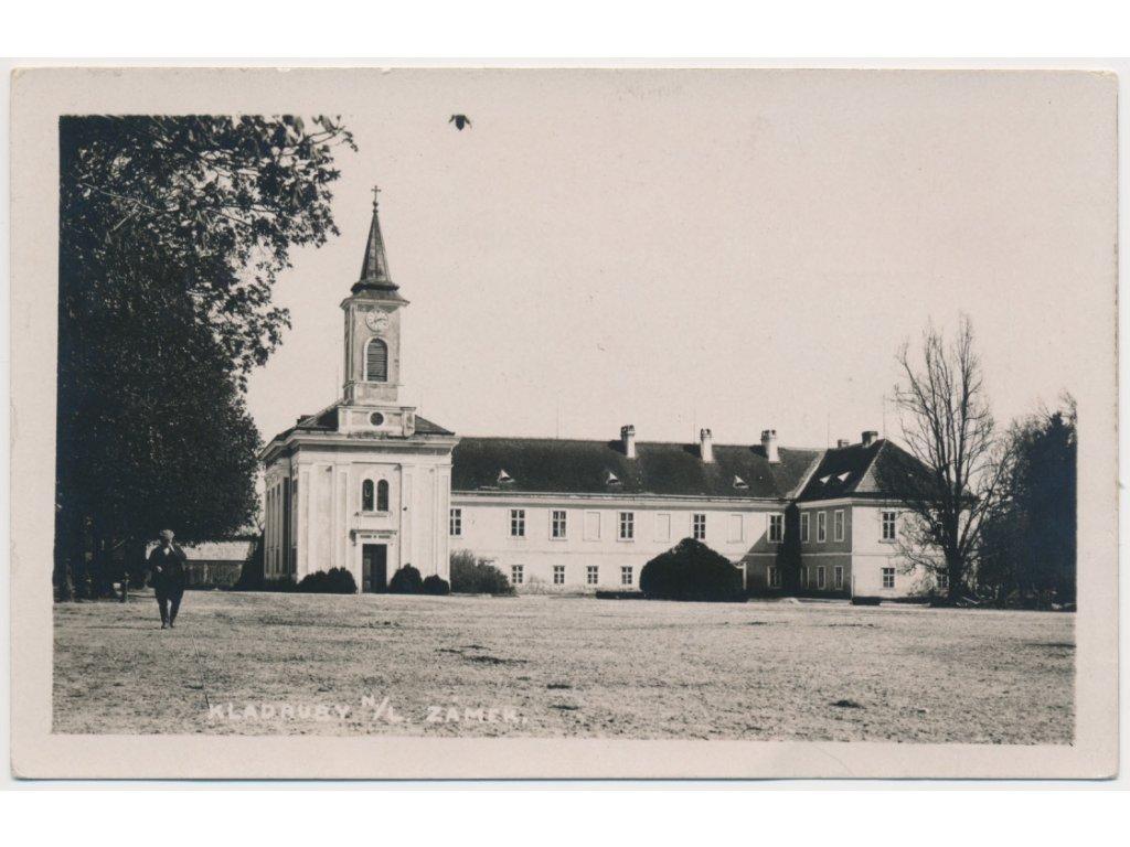 44 - Pardubicko, Kladruby nad Labem, oživená partie u zámku, 1934