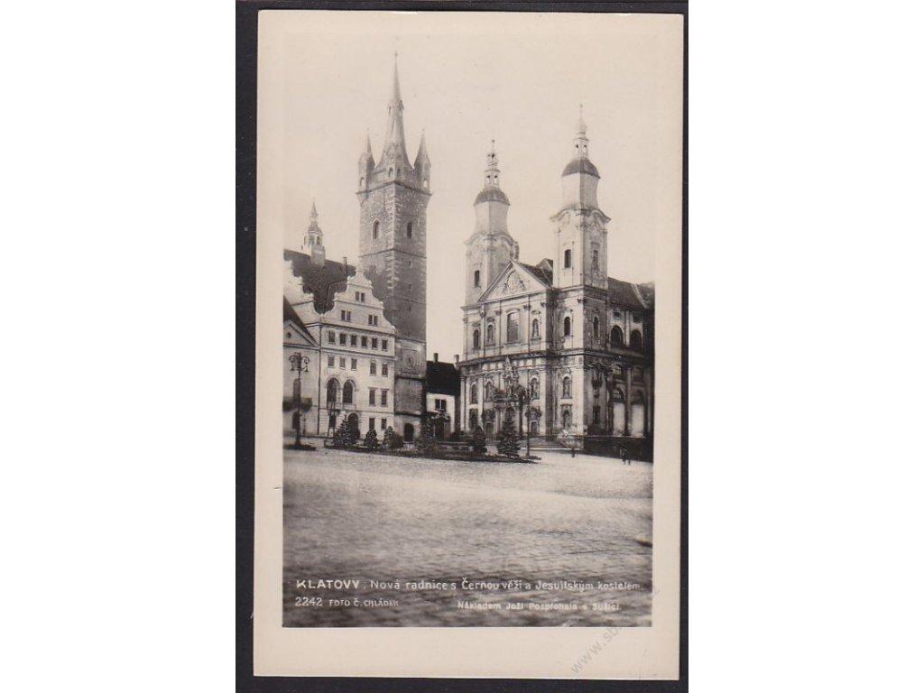 28 - Šumava, Klatovy, radnice s Černou věží a Jesuitským kostelem, foto Chládek, cca 1935