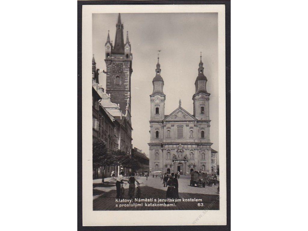 28 - Šumava, Klatovy náměstí s jezuistským kostelem a katakombami, cca 1939