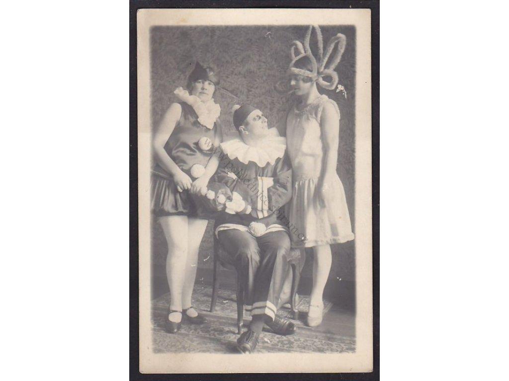 V maškarním, ca 1925