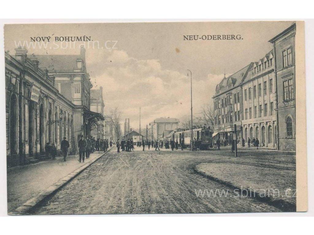 26 - Karvinsko, Bohumín, oživená Hlavní ulice, tramvaj..., cca 1930