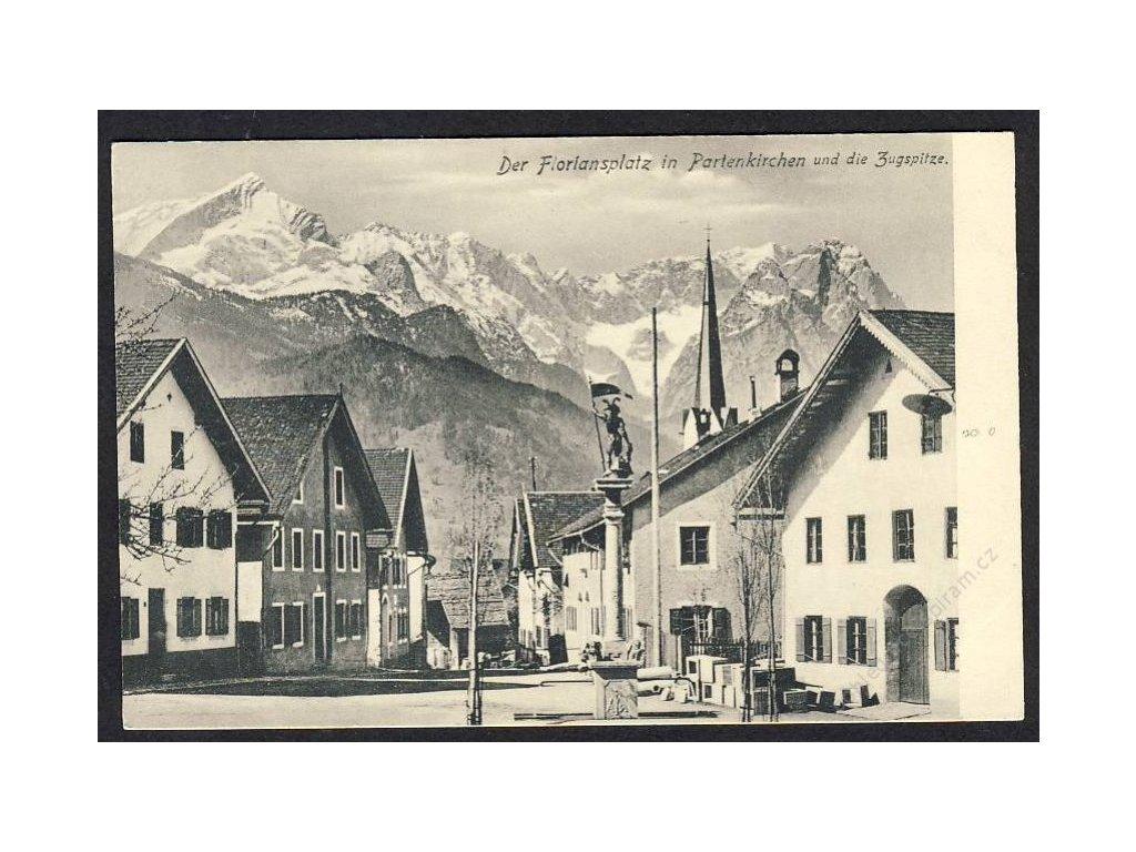 Deutschland, Der Floriansplatz in Partenkirchen und die Zugspitze, cca 1908