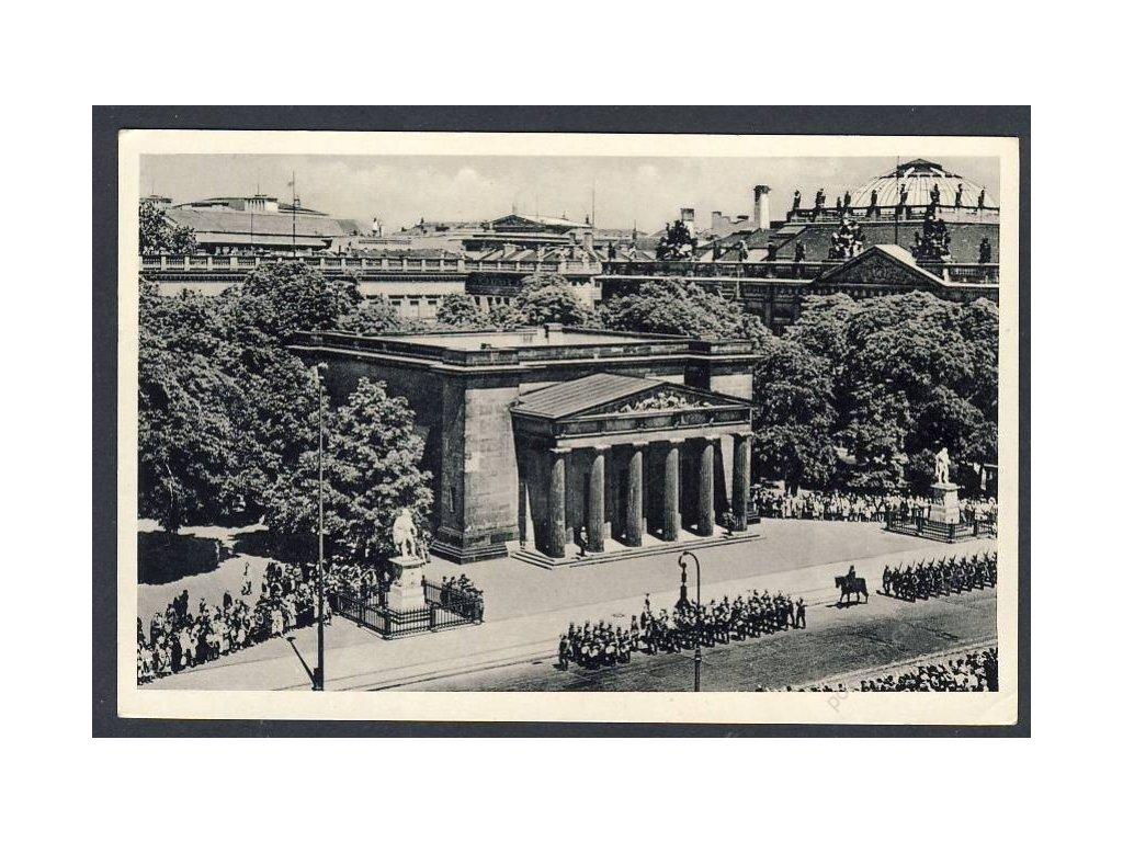 Deutschland, Berlin, Unter den Linden, Aufzug der Wache v. d. Ehrenmal, cca 1944