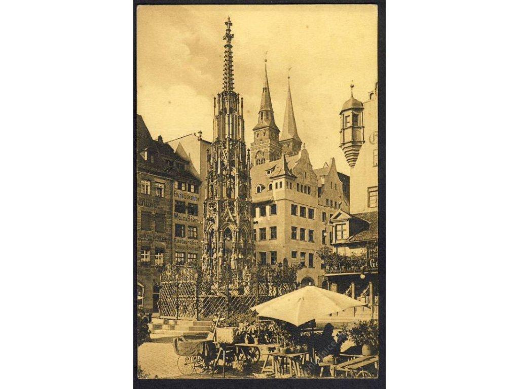 Deutschland, Nürnberg, Schöner Brunnen mit Sebalduskirche, cca 1912