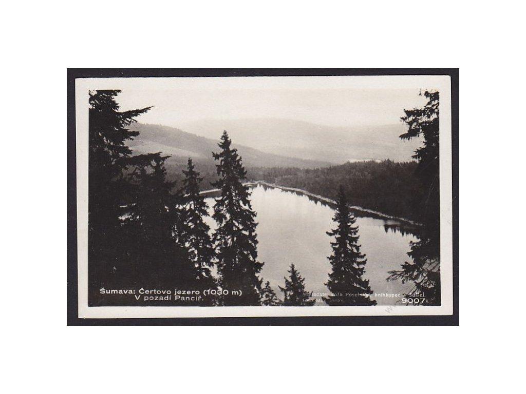 28 - Šumava, Čertovo jezero, v pozadí Pancíř, foto Fon č.9007, cca 1930