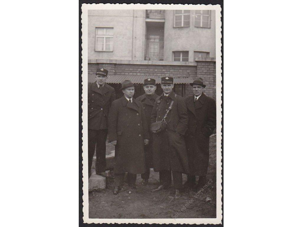 Poštovní doručovatelé, cca 1948