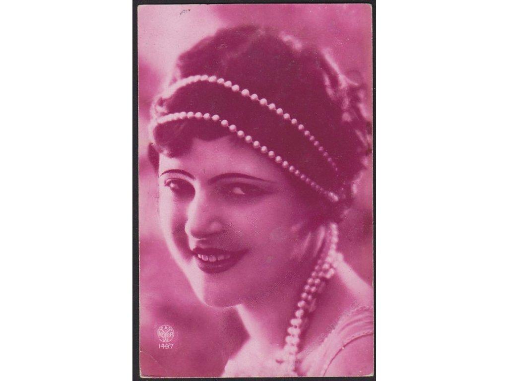 Dáma s perlovou čelenkou, cca 1915