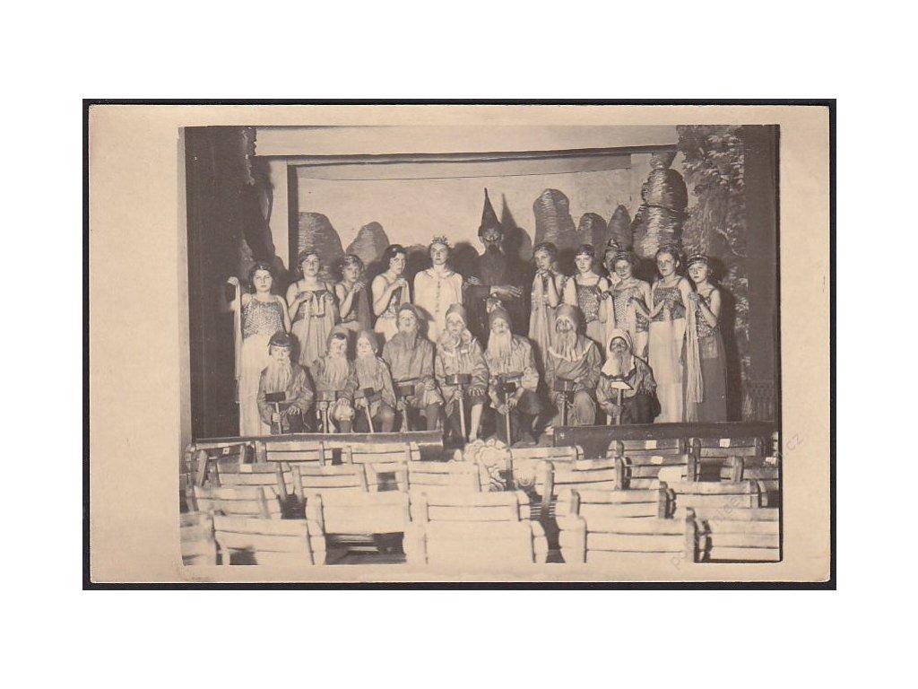 Karvenal, skupinové foto, cca 1925