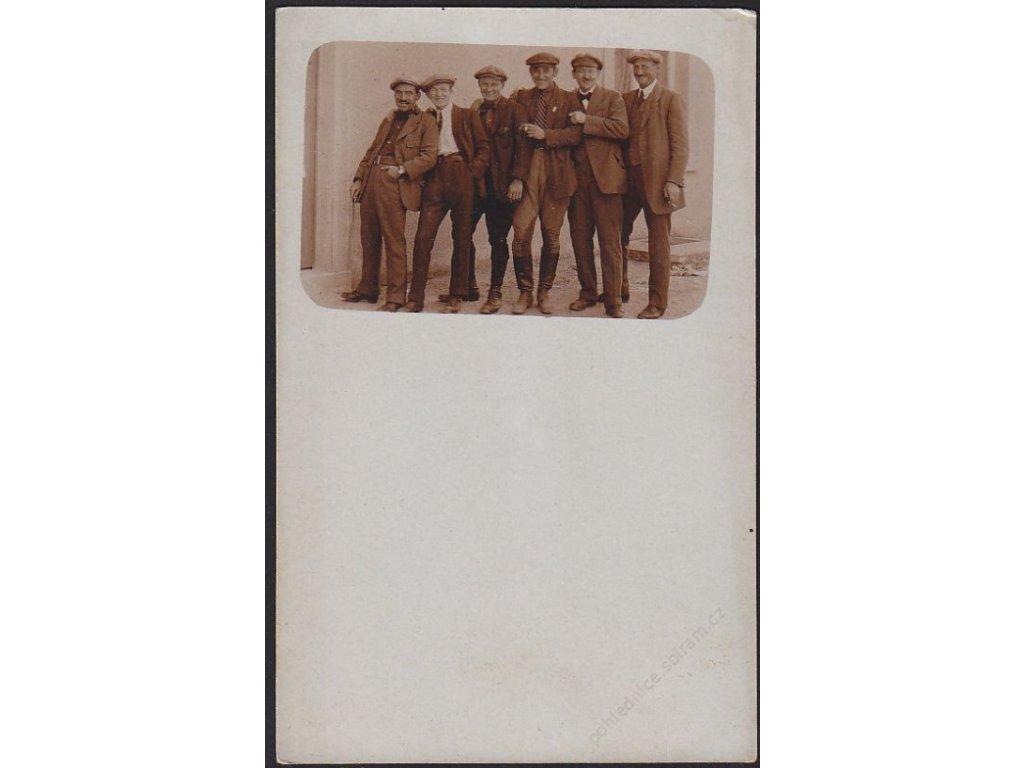 Muži, skupinové foto, cca 1910