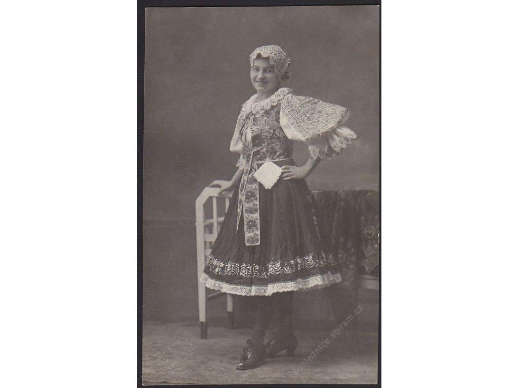 Žena v moravském kroji, cca 1911