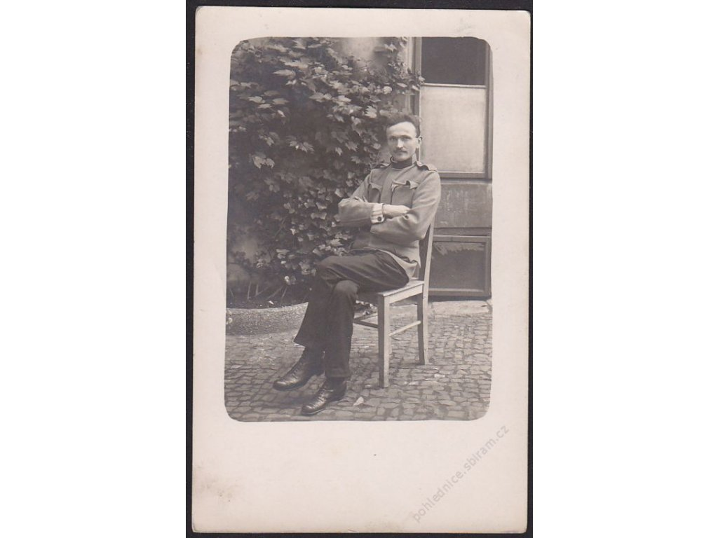 Voják při odpočinku, cca 1915