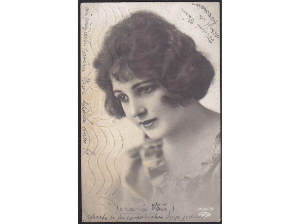 Ateliérové foto, Mladá žena, cca 1926