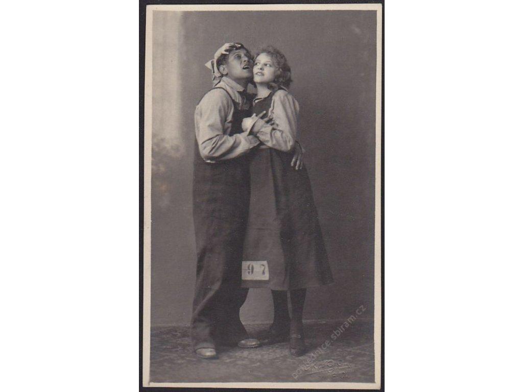Ateliérové foto, Zamilovaný pár, cca 1921