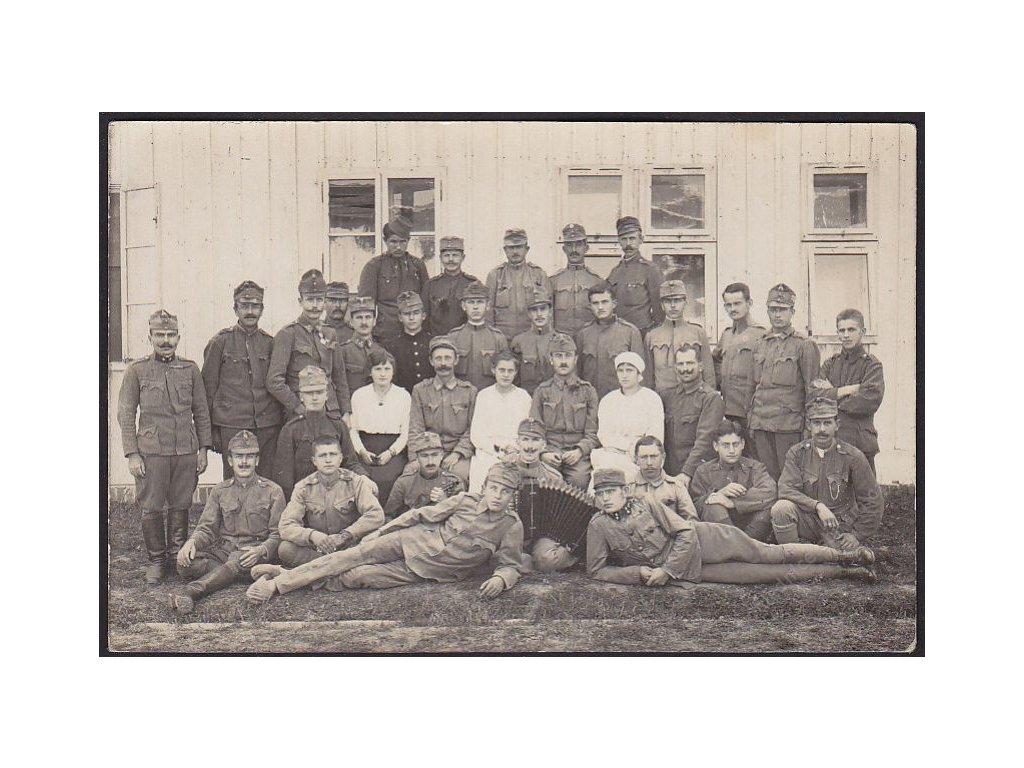 Vojáci, skupinové foto, cca 1915