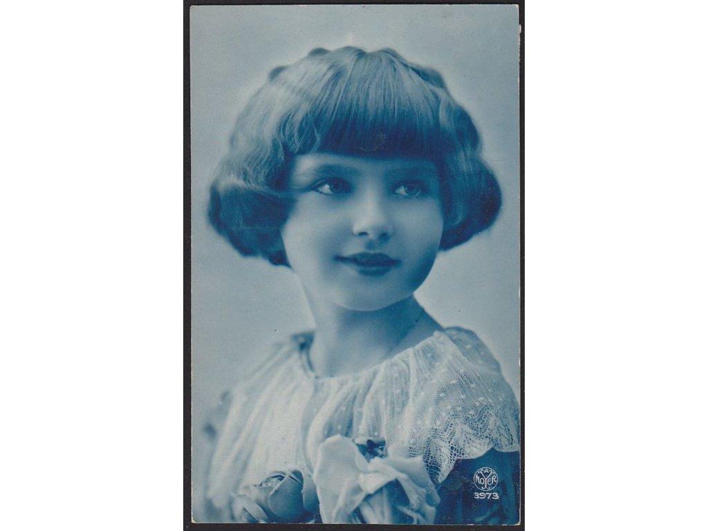 Ateliérové foto, Děvče, cca 1928