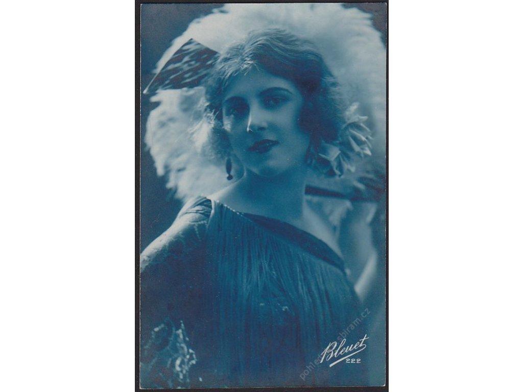 Ateliérové foto, Dáma s květinou, cca 1910