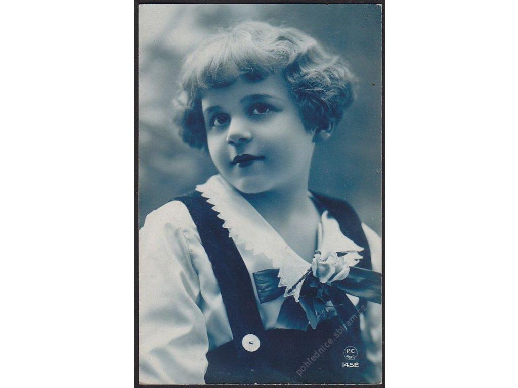 Ateliérové foto, Děvče, cca 1926