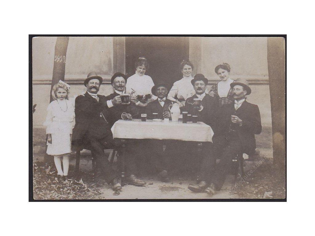 Posvícení ve škole ve Křížích, cca 1910